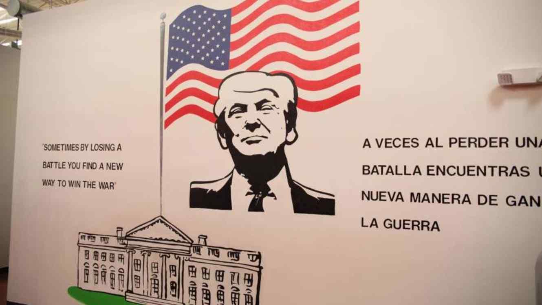 """Un mural del presidente Donald Trump cerca de una cafetería en Casa Padre les dice a los niños inmigrantes que están allí: """"A veces, al perder una batalla, encuentras una nueva forma de ganar la guerra"""". Departamento de Salud y Servicios Humanos."""