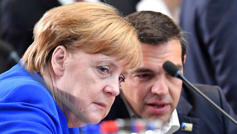 Canciller alemana, Angela Merkel, con gesto serio en la cumbre de la OTAN en Bruselas
