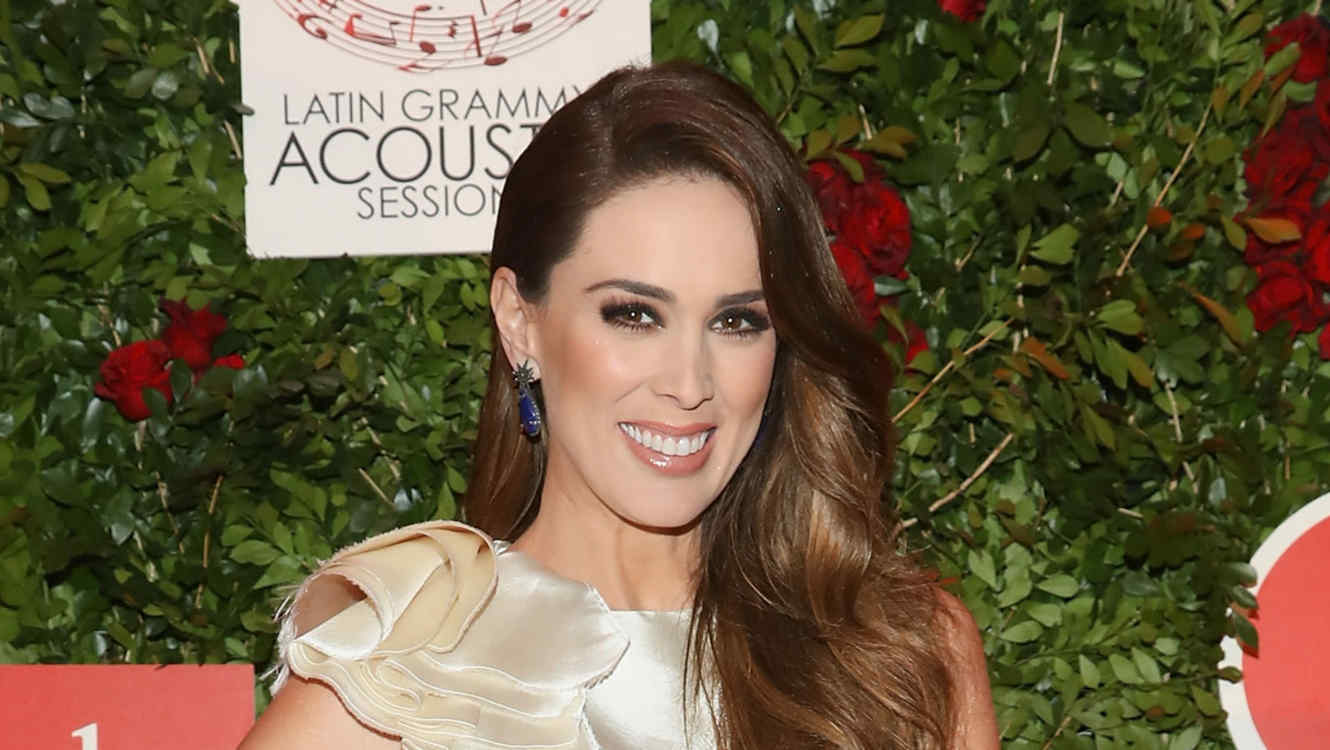 Sideboobs Jacqueline Bracamontes naked (55 fotos) Is a cute, 2018, braless