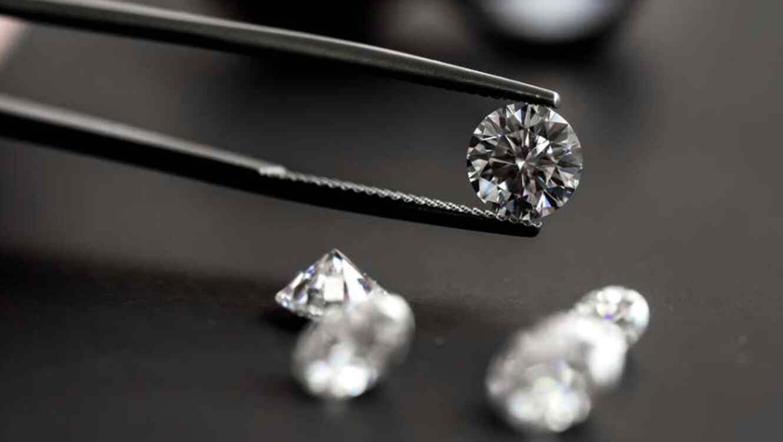 Hallan billones de toneladas de diamantes bajo la superficie terrestre