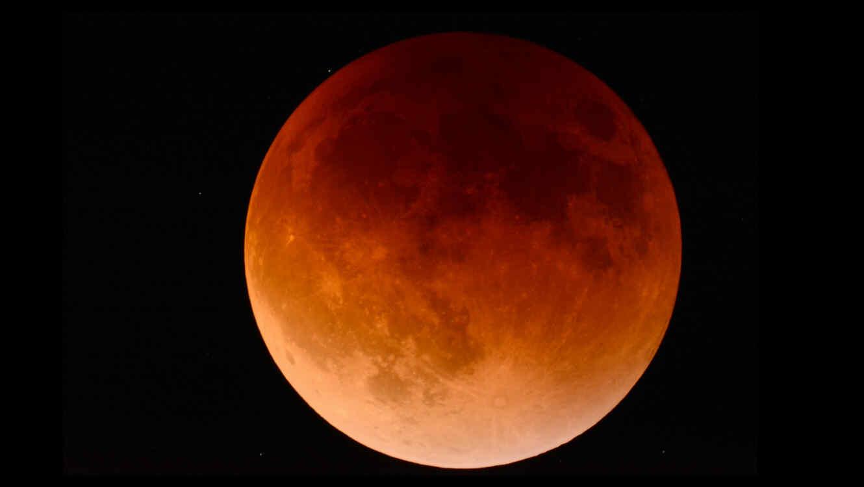 Al igual que en otras ocasiones, los teóricos de la conspiración y los cristianos evangélicos creen que el eclipse del 27 de julio es la señal de que el mundo acabará.