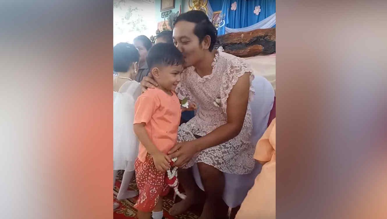 Se viste papá tailandés de mujer por Día de la Madre