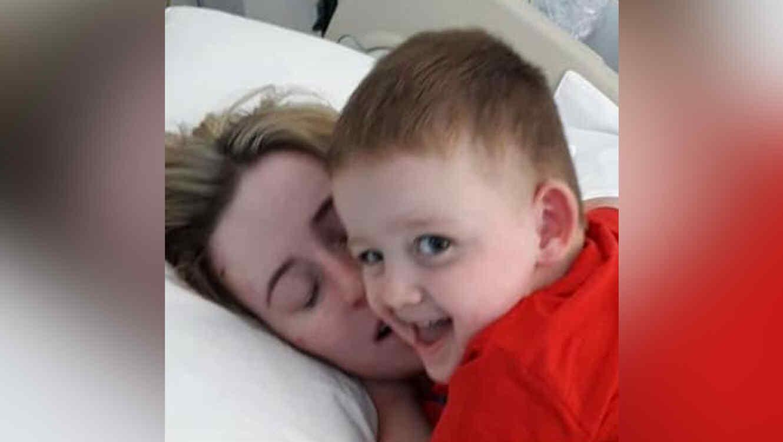 Rachel Elliott y su hijo