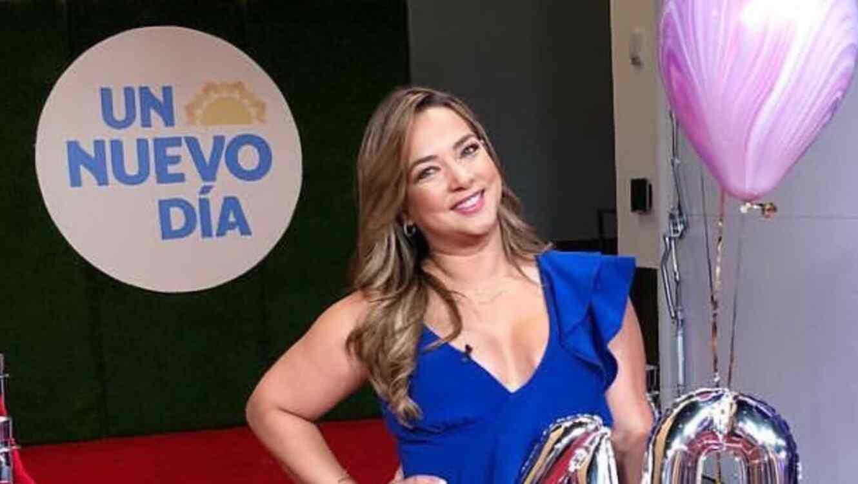 Adamari López luce su mejor figura en 'jumpsuit' azul