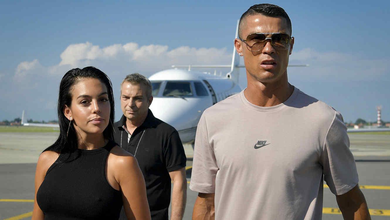 Cristiano Ronaldo y Georgina en el aeropuerto