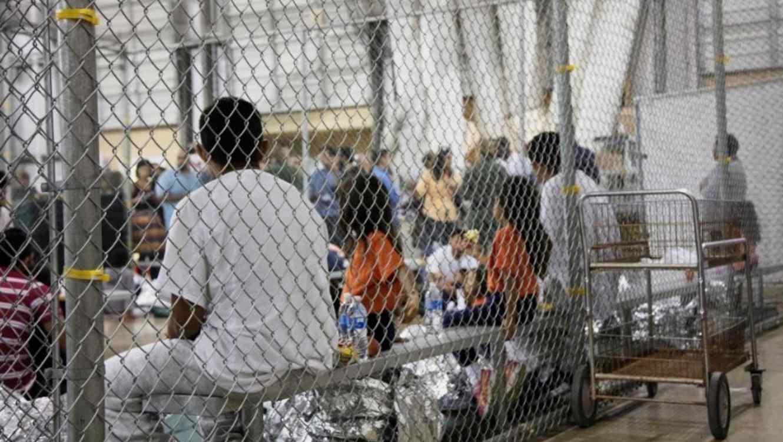 Imagen de archivo que muestra a menores en centro de detención de McAllen, Texas.