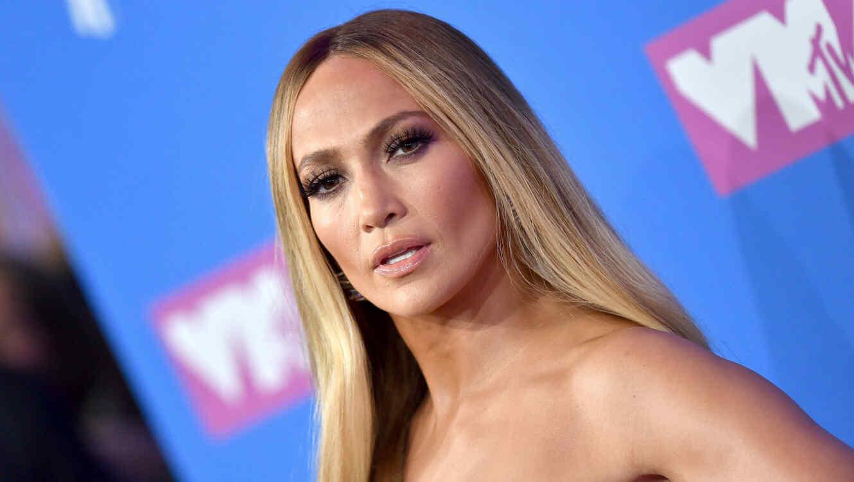 Jennifer Lopez muestra voluptuoso trasero en bikini atrevido