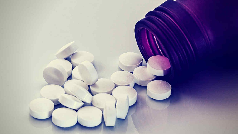 l sospechoso luego le dijo a las autoridades que había obtenido las drogas en la India y admitió haberle dado una pastilla a su esposa