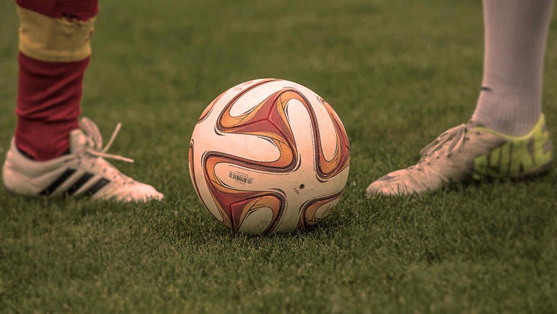 Resultado de imagen para balon de futbol en cancha