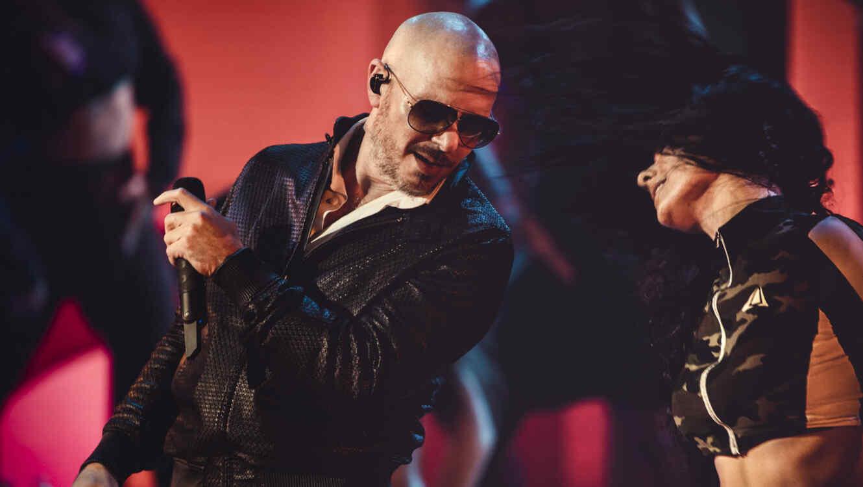 Pitbull en los ensayos de los Latin AMAs