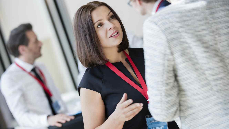 Mujer en conferencia de negocios
