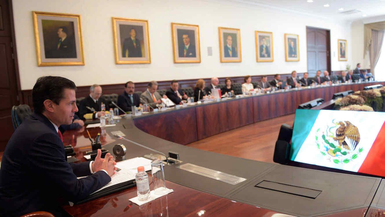 El Presidente Enrique Peña Nieto y su Gabinete presentaron ante la Suprema Corte de Justicia de la nación (SCJN) un recurso para intentar blindarse ante las investigaciones del Gobierno de Chihuahua en su contra.