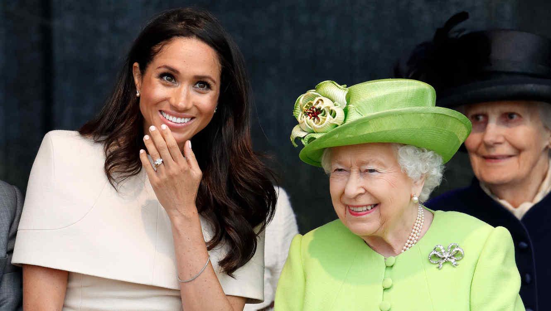 Reina Isabel II y Meghan Markle