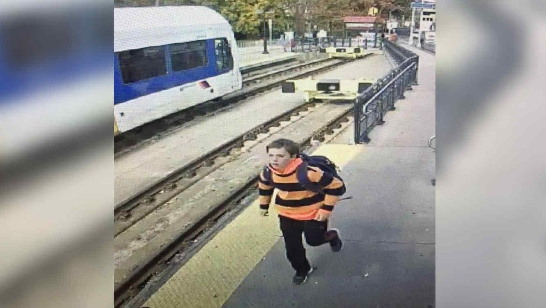 la policía informó este 7 de noviembre que el joven fue visto recientemente a pocos kilómetros de Filadelfia.