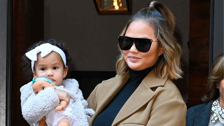 Chrissy Teigen y su bebé