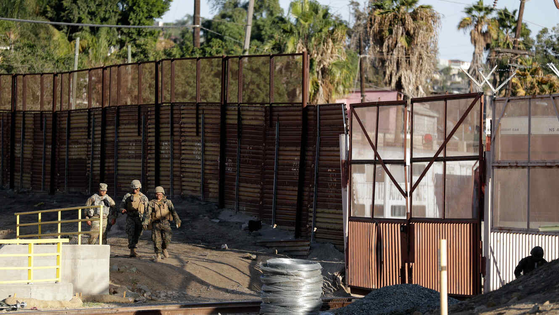 Marines en la frontera en Tijuana