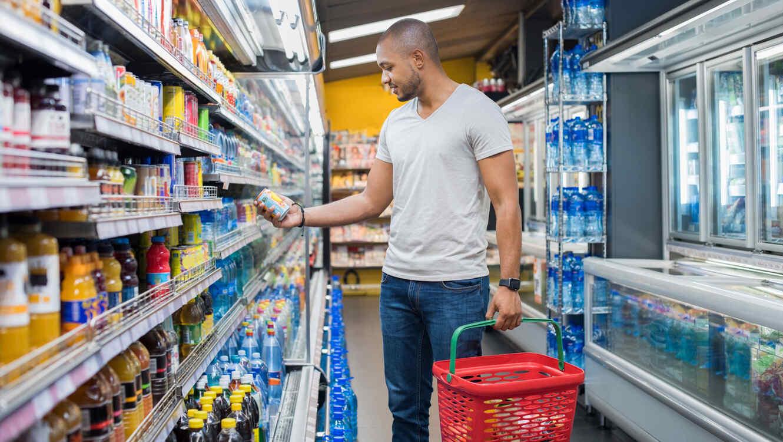 Hombre haciendo compras