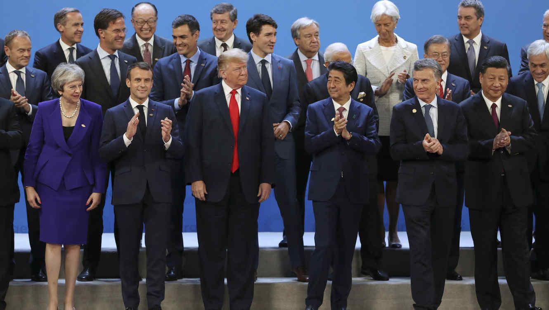 Grupo de líderes mundiales en reunión G20 en Argentina