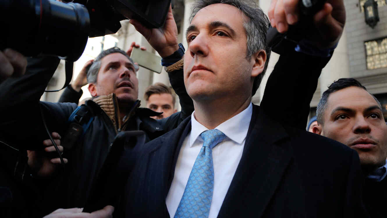 El ex abogado de Donald Trump, Michael Cohen, sale de la corte federal en New York el 29 de noviembre de 2018