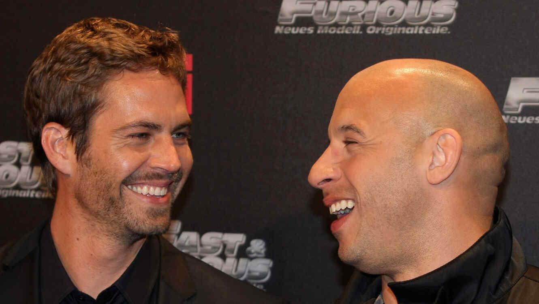 Paul Walker y Vin Diesel sonriendo