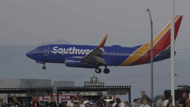 Un avión tuvo que regresar porque olvidó un corazón humano