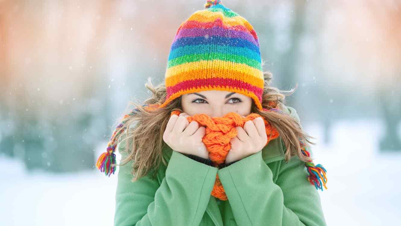 Mujer bajo la nieve