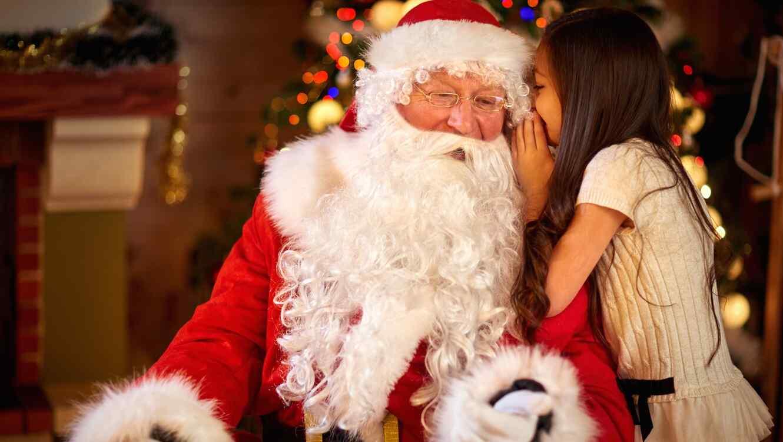 Santa Claus y niña