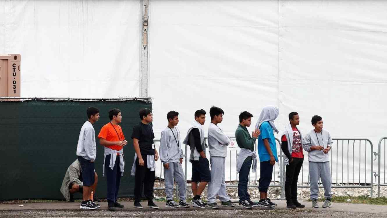 Adolescentes migrantes en el refugio temporal de Homestead (Florida) para menores no acompañados, el lunes 10 de diciembre de 2018.