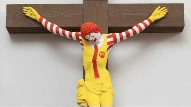 'Crucifican' a payaso de McDonalds en Museo de Israel