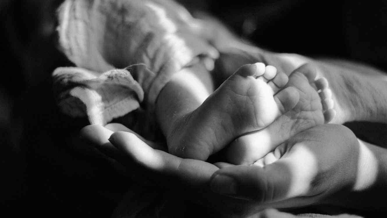 Encuentran bebé sin vida en un almacén de Amazon