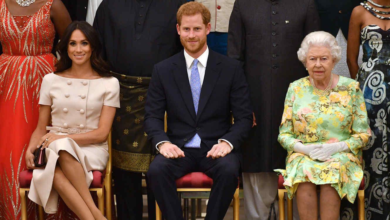 Isabel II con los duques de Sussex