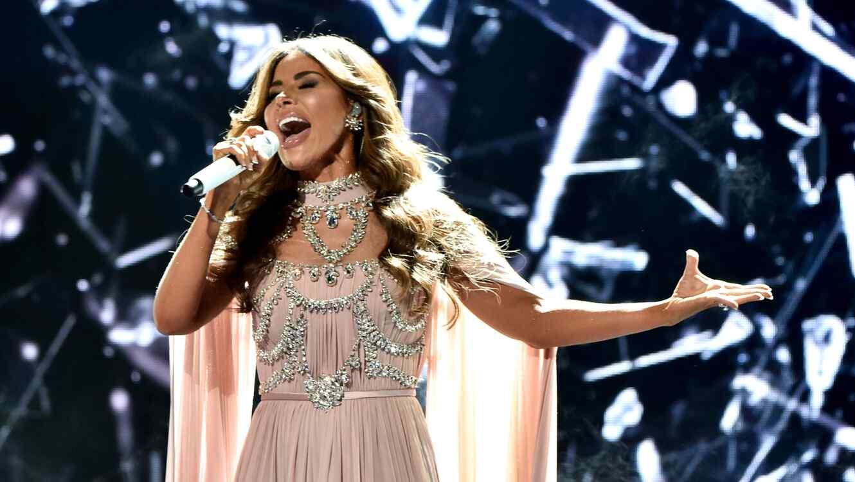Gloria Trevi singing at the Latin AMAs
