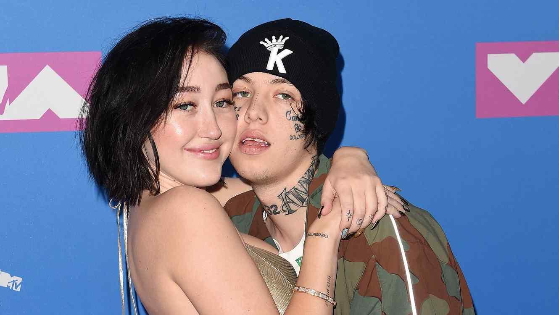 Lil-Xan-y-Noah -Cyrus-en-los-premios-MTV