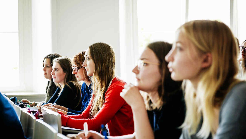 Se registra un incremento en aplicaciones para universidades femeninas en EE.UU.