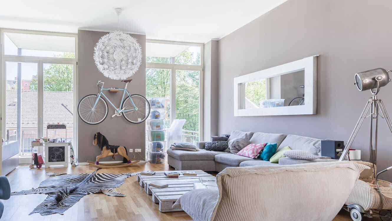 Dormitorio de color gris claro