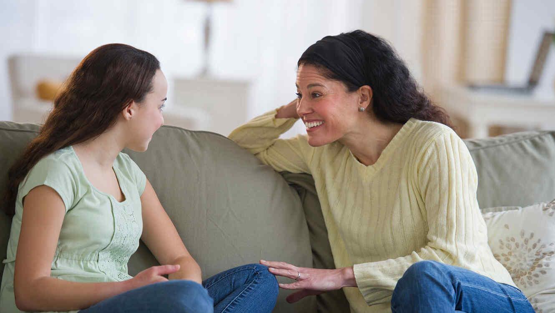 Informa a tu hija sobre los cambios que tendrá con su menstruación.