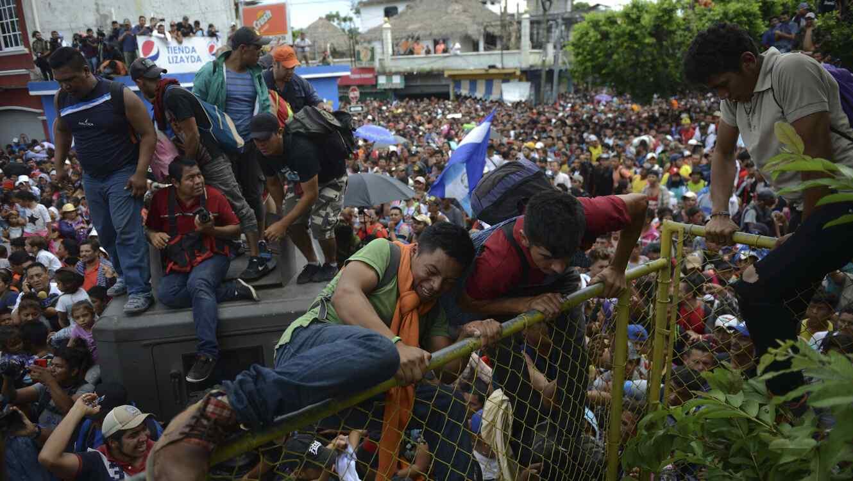 Trump promete más tropas en la frontera tras visitar el muro