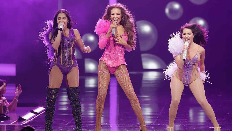 Lali, Natti Natasha y Thalía en el escenario