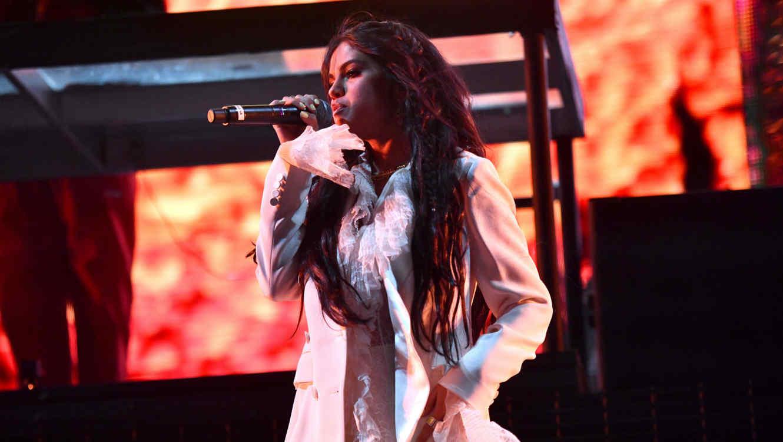 Selena Gomez cantanto en el festival Coachella 2019