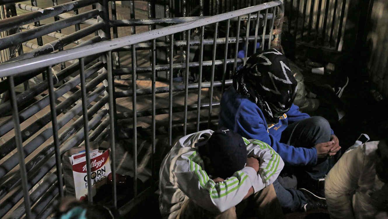 Policías rescatan 19 migrantes de hotel en Lindavista