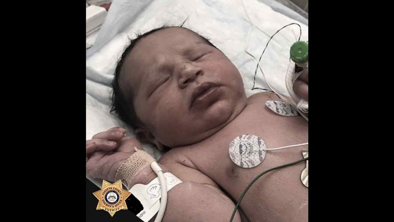 Bebé recién nacida es abandonada en una bolsa plástica en Atlanta