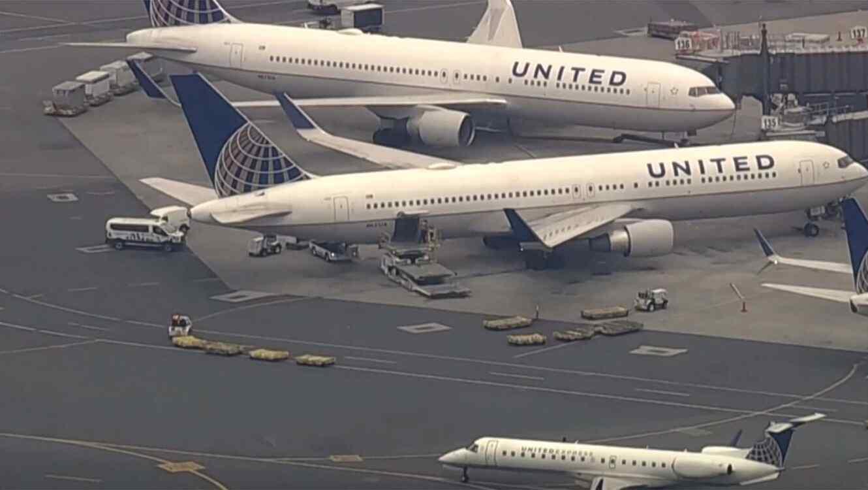 Avión United en aeropuerto Newark