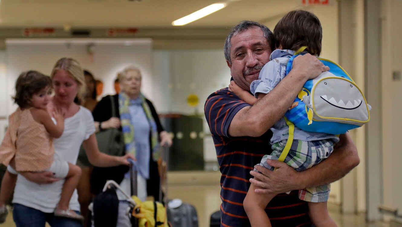 Una familia llega desde Puerto Rico a Nueva York en 2017