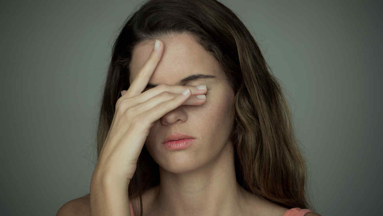 Una mujer se contagió de bacterias carnívoras en los ojos.