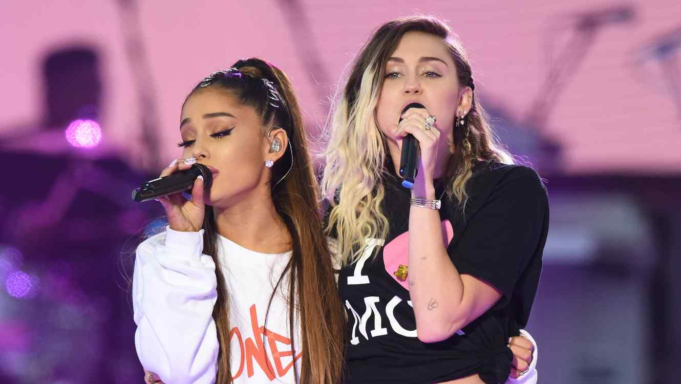 Ariana Grande and Miley Cyrus sing live together