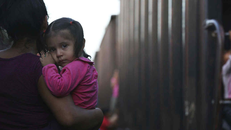 Estados Unidos anuncia norma para detener a niños migrantes por tiempo indefinido