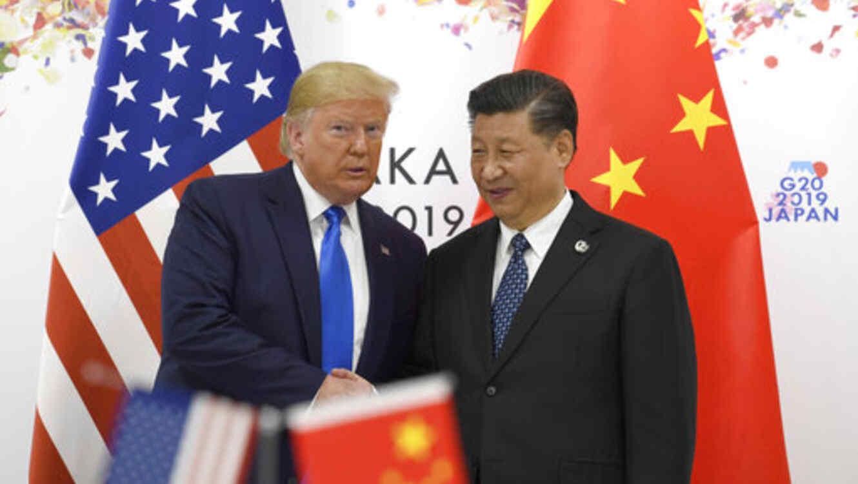 Trump y el presidente chino Xi Jinping, este viernes en Osaka (Japón).