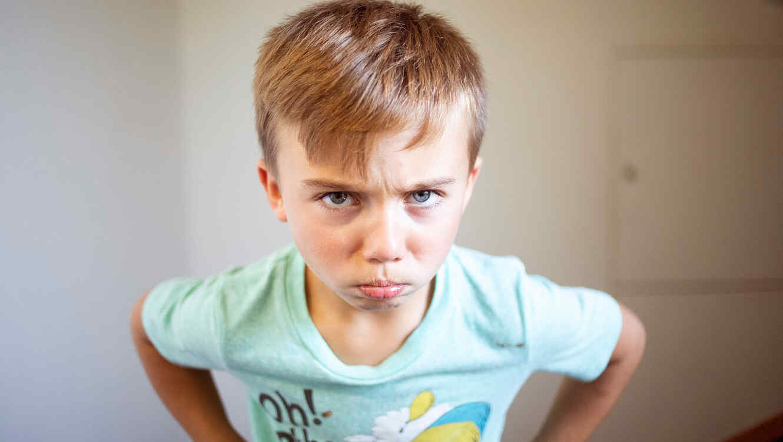 Niño enojado