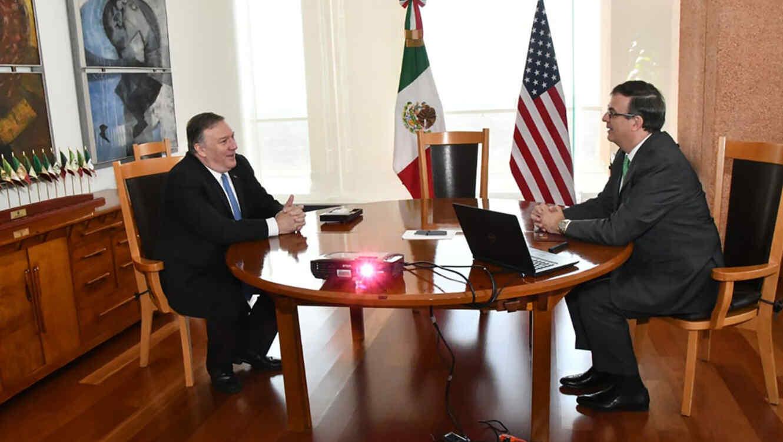 El secretario de Estado, Mike Pompeo, junto a su homólogo mexicano Marcelo Ebrard en la Ciudad de México.