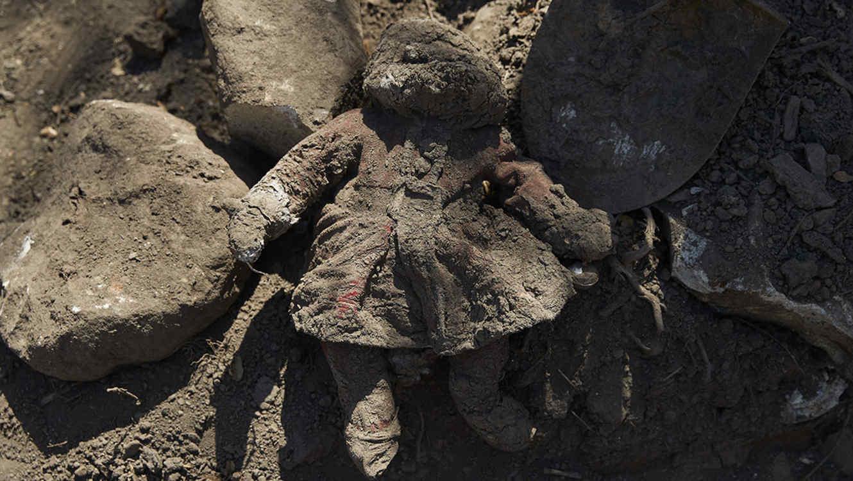 Muñeca negra diseñada para ser golpeada causa polémica